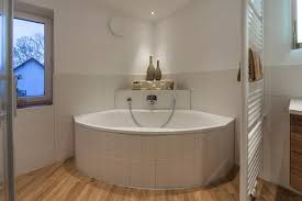 eckbadewanne bilder ideen couchstyle - Badezimmer Mit Eckbadewanne