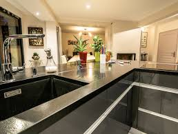 cuisine moderne avec ilot cuisine moderne avec vaste îlot en y modèle sensations