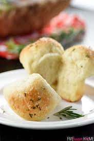 easy garlic rosemary cloverleaf dinner rolls