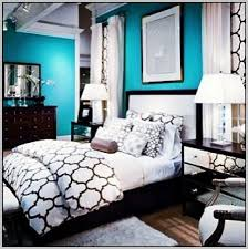 colors that go with black and white decor painting 24953