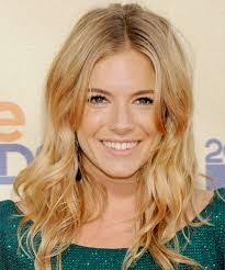 whatbhair texture does sienna miller have sienna miller long wavy casual hairstyle medium blonde golden