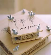 flower press flower press read more at diyavdiy pressed flowers