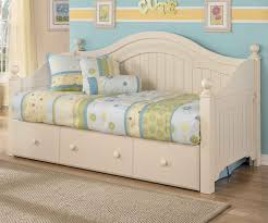 Cottage Bedroom Furniture by Cottage Retreat Day Bed With Trundle Bedroom Furniture Beds