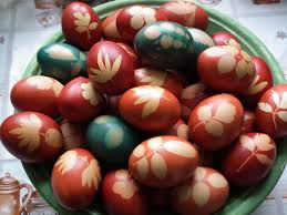 boiling eggs for easter dying dyed easter eggs with flowers skins 17 steps with