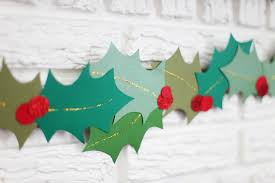 deck your halls with these 14 diy holiday garlands