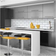 cuisine carrelage metro photo carrelage metro blanc cuisine metal objets jaunes