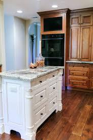 repeindre meuble de cuisine en bois meuble en bois repeint cuisine repeindre meuble cuisine bois avec