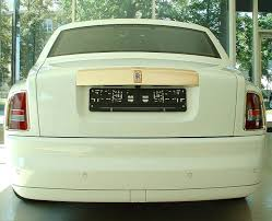 golden rolls royce 8 2 million rolls royce phantom solid gold car extravaganzi