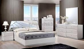 Barcelona Bedroom Furniture Barcelona Silver Line Bedroom Set By Global