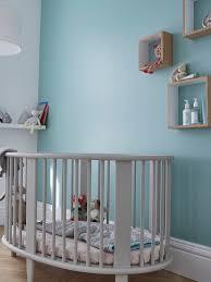 mur chambre bébé douce couleur bleue topaze sur les murs pour une chambre d avec