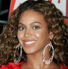 beyonce earrings beyonce wearing hoop earrings dealrocker it s all about
