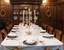 how to host a murder mystery dinner