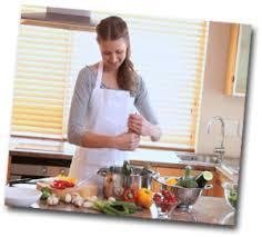 femme qui cuisine que faire quand on s ennuie que faire quand on s ennuie lorsqu