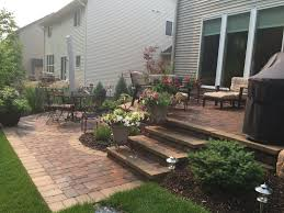 Patio Vs Deck by 25 Best Raised Patio Ideas On Pinterest Retaining Wall Patio