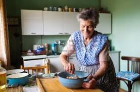baisee dans sa cuisine grand mère cuisine banque d images vecteurs et illustrations libres