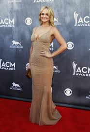 acm awards 2014 taylor swift flaunts her abs carrie underwood is