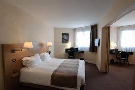 chambre blanc et fushia décoration chambre marron beige 36 amiens 08301522 idee