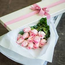 in gift one dozen pink roses in gift box send to philippines roses box to