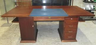 table de bureau en bois bureau bois dessus cuir bleu et table idf 94 92 asmb
