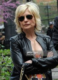 amy carlson new short haircut on blue bloods amy carlson hairstyle blue bloods saferbrowser yahoo image