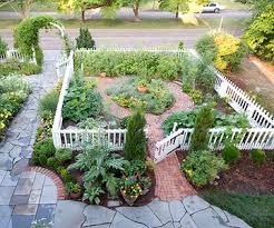 colonial style cottage garden