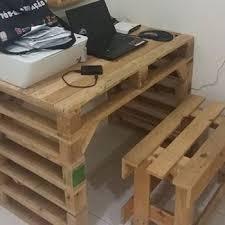 fabriquer un bureau avec des palettes bureau palette bureau en palette et fabriquer bureau sur idees de