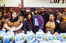 big passes out 5 000 turkeys for thanksgiving rap up