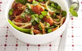 cuisiner des petits pois poêlée de petits pois haricots plats et tomates aux herbes