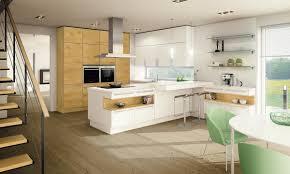 weiße küche mit holz ewe küchen einrichtungsideen ewe küchen küche und