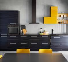 facades cuisine ikea cuisine ikea avec façades en motif bois noir et jaune brillant