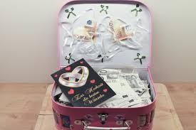 hochzeitsgeschenke mit geld hochzeitsgeschenk ein reisekoffer voll geld