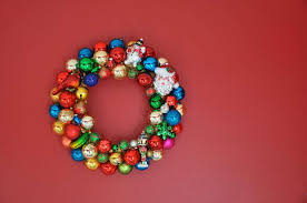 vintage ornaments make whimsical retro wreaths