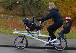 vélo avec siège bébé tandem pour ou parent enfant ou passager avec handicap ou