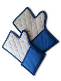 amazon com facebook humor gifts the facebook oven mitt is a