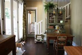 one lucky day 1906 bungalow benjamin moore hush paint color