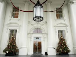Homes Decorated For Christmas On The Inside White House Christmas 2015 A Holiday Spectacular Hgtv U0027s