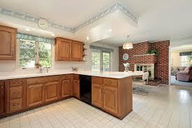 cuisine avec brique cuisine avec la cheminée de brique photo stock image du marbre
