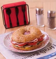 tomates cuisin s bagel aux tomates concombre et jambon cru les meilleures recettes