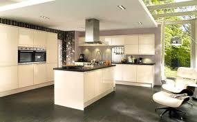 cuisine orange et noir cuisine blanche mur vert