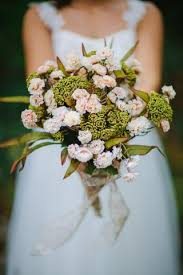 cost of wedding flowers how much do wedding flowers cost in 2017