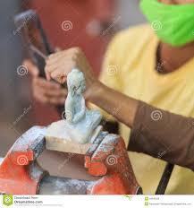 decoupe de marbre métiers locaux du marbre fait main du cambodge découpé photo stock