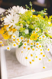 Daisy Centerpiece Ideas by Backyard Texas Wedding Wedding Flower Centerpieces Backyard And