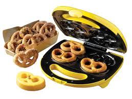 amazon com nostalgia electrics spm400 4 pretzel soft pretzel