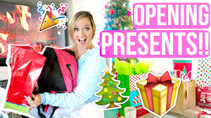 opening presents vlogmas day 24