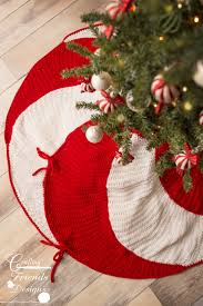 peppermint swirl christmas tree skirt crochet pattern