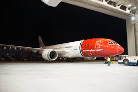 hi res photos norwegian air u0027s first boeing 787 rolls out of paint