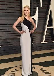 Pretty Mess Vanity Nicola Peltz Attends Vanity Fair Oscars With Anwar Hadid Daily