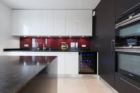 grande cuisine moderne grande cuisine avec îlot ouverte sur salon finition bi tiente