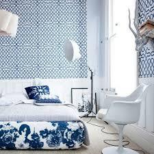 chambre peinte en bleu le papier peint graphique décoration unique pour l intérieur
