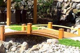 home decor how to builden bridge with an arch out of pallets from